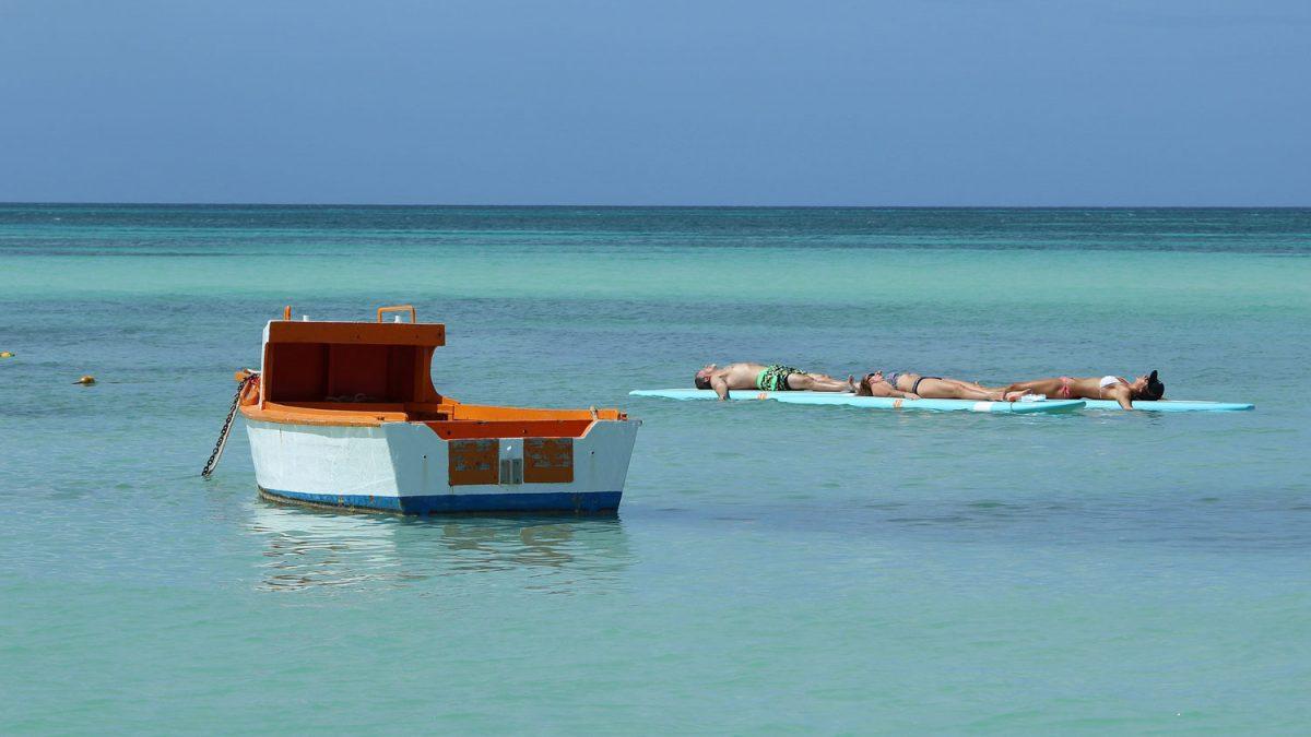 The difference between Marriott Aruba Ocean and Surf Club! Aruba timeshare resort